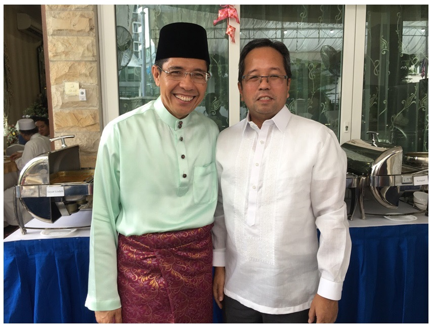 Senior Minister for State for Defence and Foreign Affairs Invites Philippine Ambassador to Hari Raya Open House