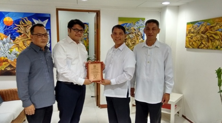 Office of the PHL Defense and Armed Forces Attaché Singapore Receives Top Honours for Administration